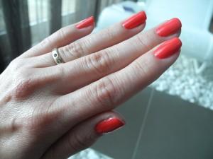 mano unghie